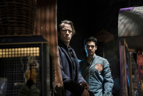 "THE EXPANSE --""Leviathan Wakes"" Episode 109 -- Pictured: (l-r) Thomas Jane as Detective Josephus Miller, Steven Strait as Earther James Holden -- (Photo by: Rafy/Syfy)"