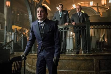 GOTHAM: L-R: Robin Lord Taylor , guest star Richard Kind and  Michael Chiklis in the ÒMad City: Better to Reign in HellÉÓ season premiere episode of GOTHAM airing airing Monday, Sept. 19 (8:00-9:01 PM ET/PT) on FOX.  ©2015 Fox Broadcasting Co. Cr: Jeff Neumann/FOX.