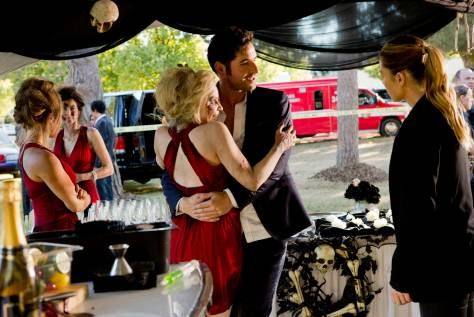 LUCIFER: L-R: Tom Ellis and Lauren German in the ÒMonsterÓ episode of LUCIFER airing Monday, Oct. 31 (9:01-10:00 PM ET/PT) on FOX.   ©2016 Fox Broadcasting Co. Cr: Bettina Strauss/FOX.