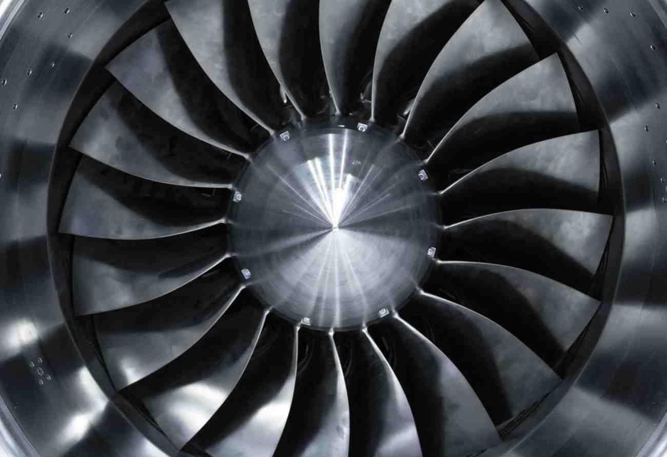 Gros plan sur un réacteur d'avion
