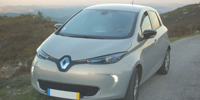 <h5>Driving the Renault ZOE ZEN to</h5> a HAPPY ENDING <h6>or: How to save 10,000 euros in petrol over five years</h6>