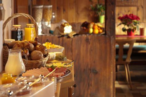 Frühstücksbuffet - nicht nur lecker sondern gut fotografiert (Foto Claudia Viloria/Unsplash)