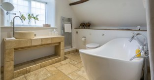 Culls Cottage first floor Bathroom