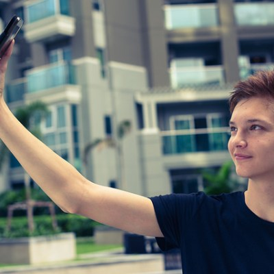 Do selfies make narcissist teens?