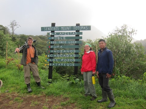 Hiking in the Cloudforest with EcoCircuitos team