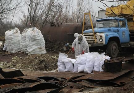 Із території Горлівського хімзаводу вивезли небезпечні хімічні відходи