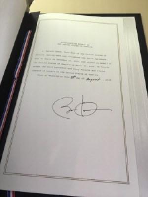 Підпис Барака Обами під документом про приєднання США до Паризької угоди