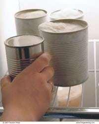 041087050 04 xlg Porta velas con latas de conservas