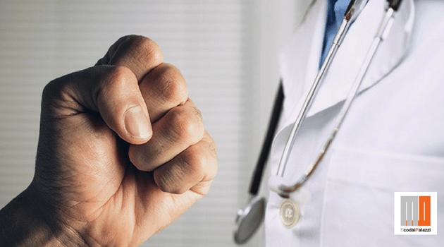 Sanità, ddl Grillo su sicurezza operatori: pene più severe sulle violenze