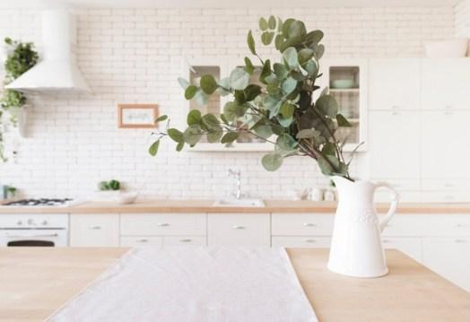 decoration-plante-table-dans-cuisine-moderne-lumineuse_23-2148238580
