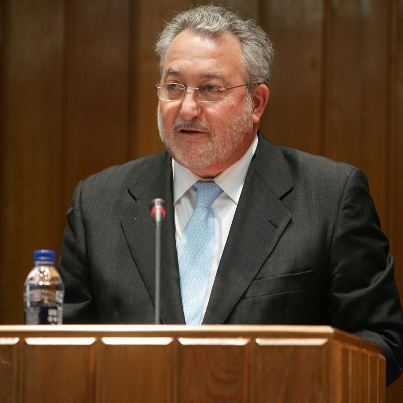 El ministro Soria, preocupado por administrar la muerte a los españoles, sean bebés o enfermos