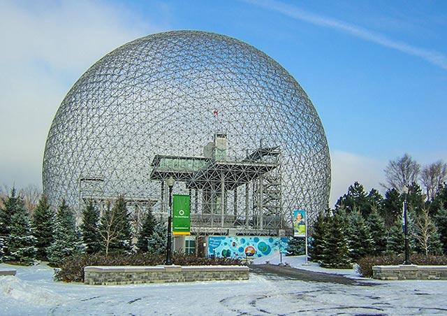 Оболочка «биосферы» Бакминстера Фуллера (Монреаль, Канада, 1967)