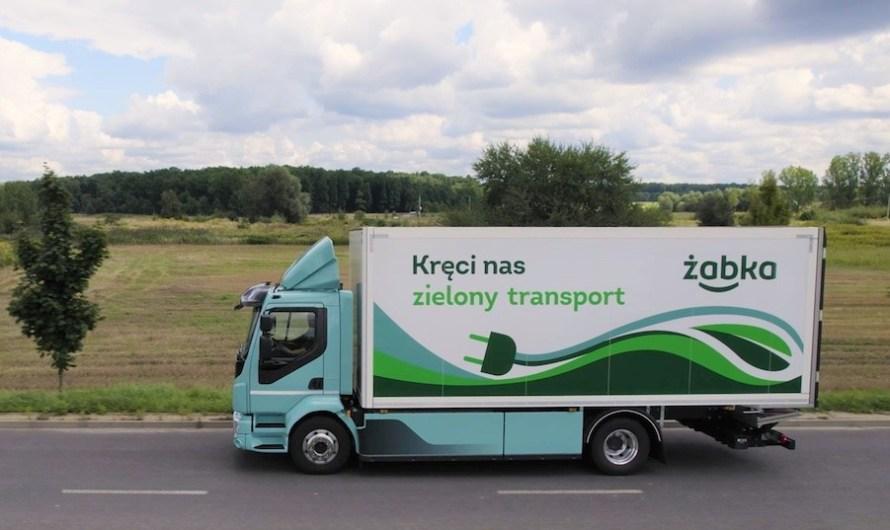 Elektryczny dostawczak dowiezie towary do śląskich Żabek