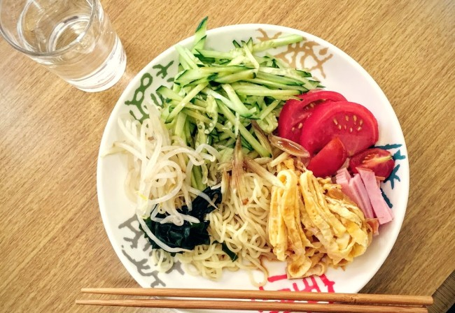 村おこしボランティア【佐渡島コース】で学生ボランティアが自炊したきゅうりたっぷり冷やし中華