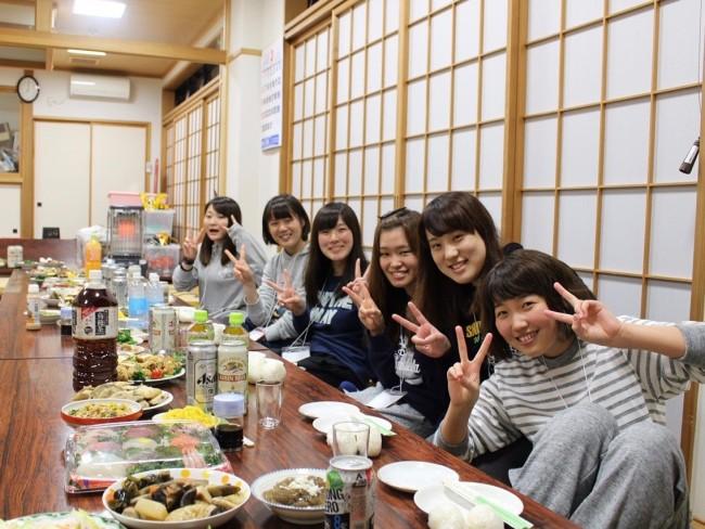 佐渡島での村おこしボランティアの様子