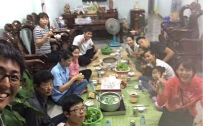 陽気な仲間と盛り上がった誕生日会!