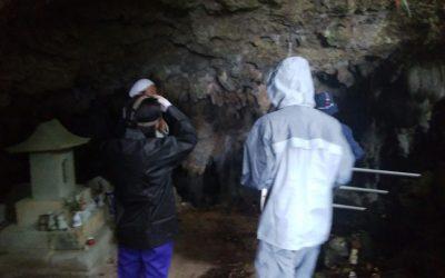 洞窟で悪戦苦闘