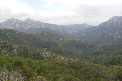 La Vall con L'Airosa y la Roca Xapada al fondo desde el mirador