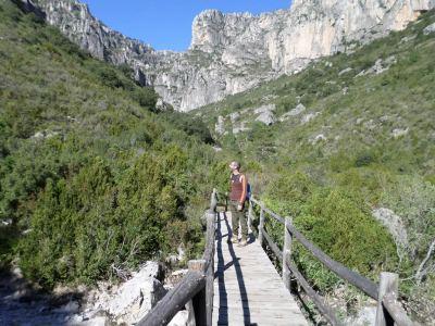 puente de madera sobre el barranco de Lloret