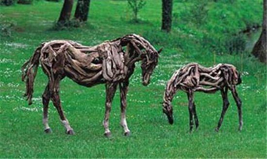 https://i0.wp.com/ecofriend.com/wp-content/uploads/2012/07/recycled-horse-2_7071.jpg