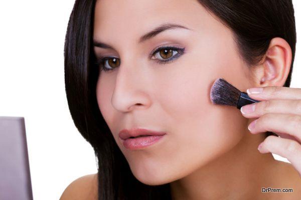 lady applying bronzer