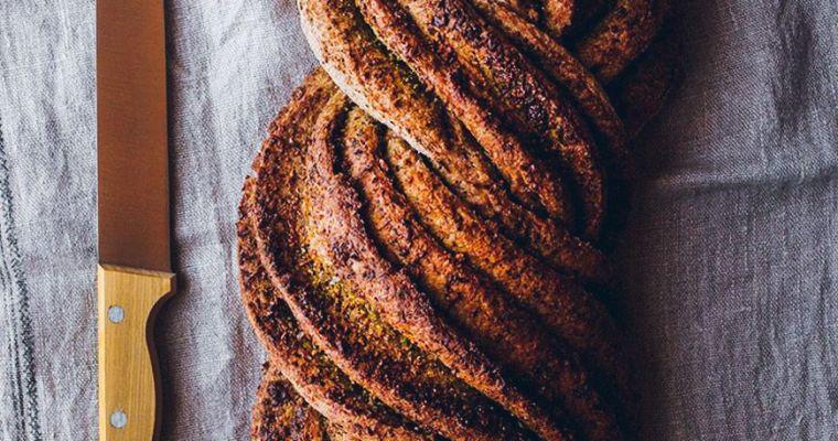 Pan de escanda y pesto de kale