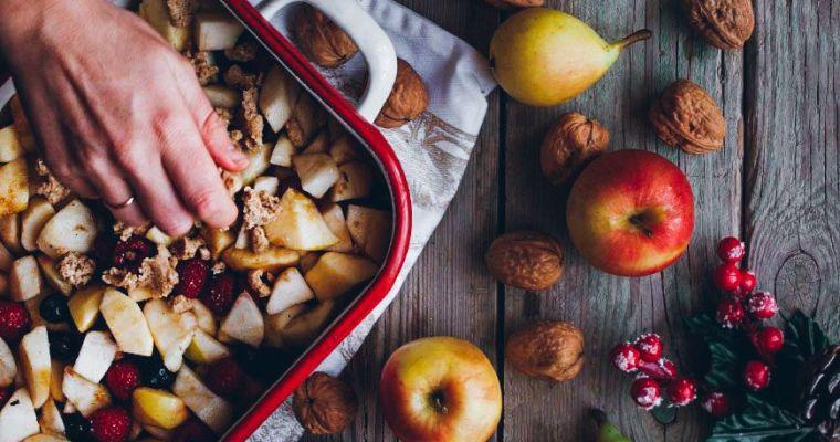 Crumble de manzana, pera y frutos rojos sin gluten