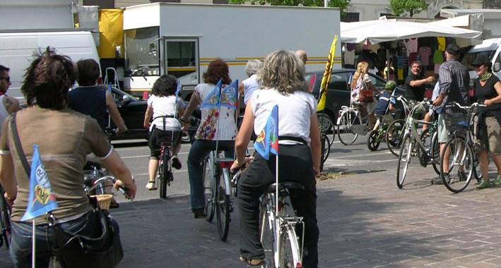 Diretta/ Legambiente e Fiab Como/ Como in bici: possibile?