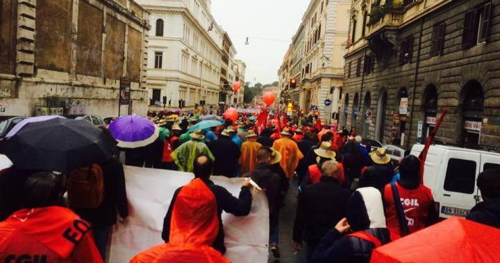 Migliaia di operatori agricoli, braccianti e precari a Roma