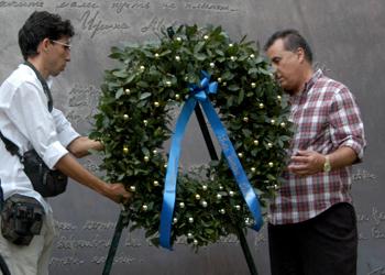 Omaggio della delegazione cubana al Monumento alla Resistenza Europea di Como