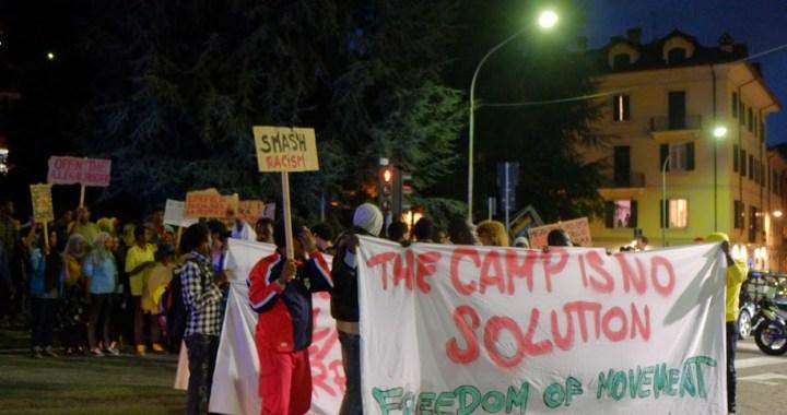 La manifestazione contro le frontiere e per i diritti migranti attraversa la città