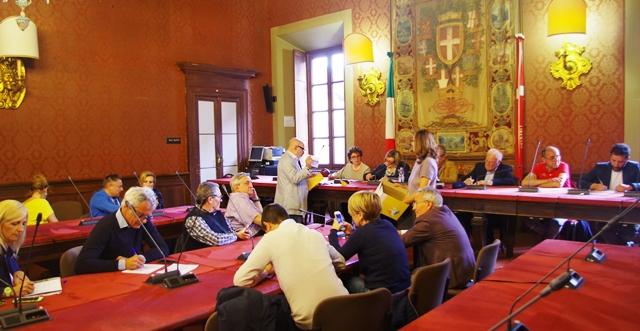 13 liste per 6 sindaci e una sindaca a Palazzo Cernezzi