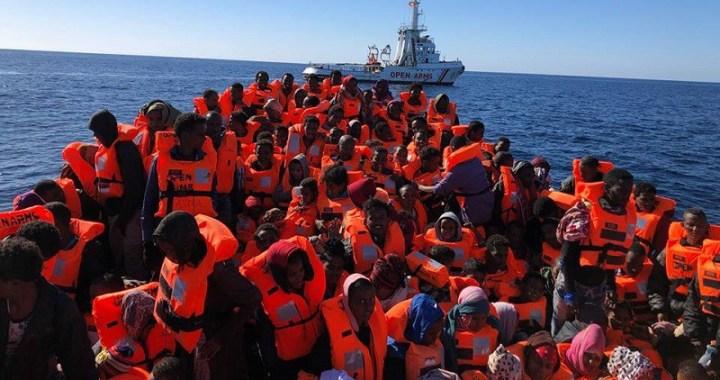 Arci/ Sequestrata la nave della ong spagnola.  La solidarietà è ormai considerata un crimine