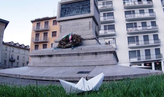 Piazza della Pace/ Partono i bastimenti