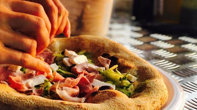 14 luglio/ Erba/ Pizza in serra con La Runa
