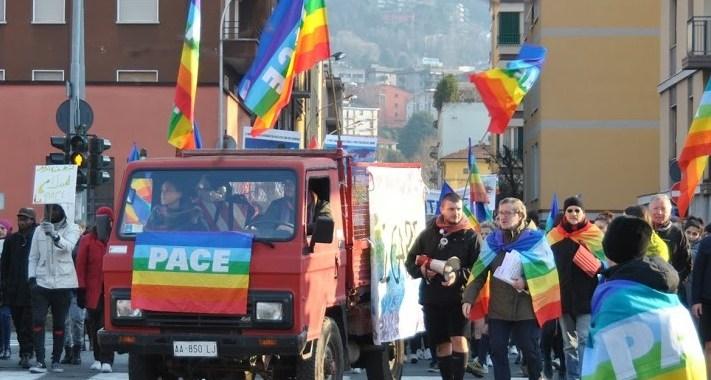 Sono più di mille i colori della Pace a Como/ Il discorso di don Giusto