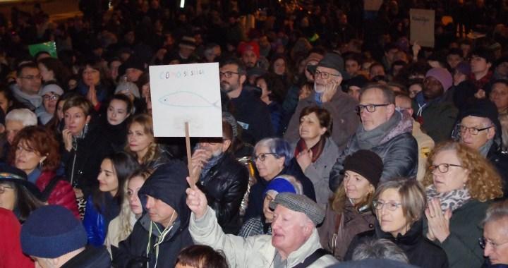 Sardine femministe, ambientaliste, anticapitaliste, senza confini, giovani e anziane