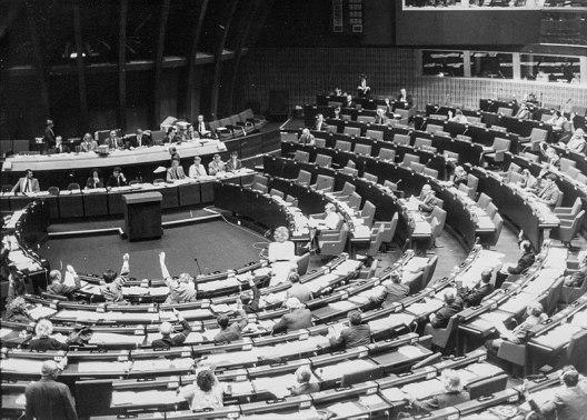 800px-Europa_Parlament_1985
