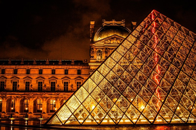 the-louvre-690929_1920