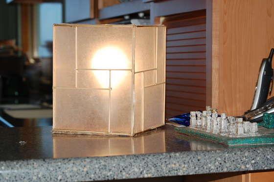 Lámpara japonesa con materiales reciclados
