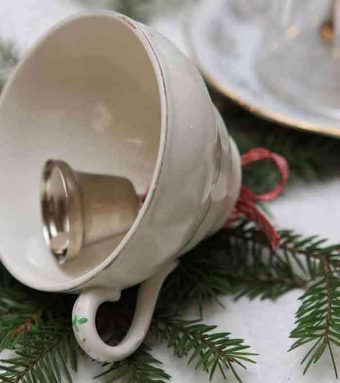 Campanas con tazas de Té o café