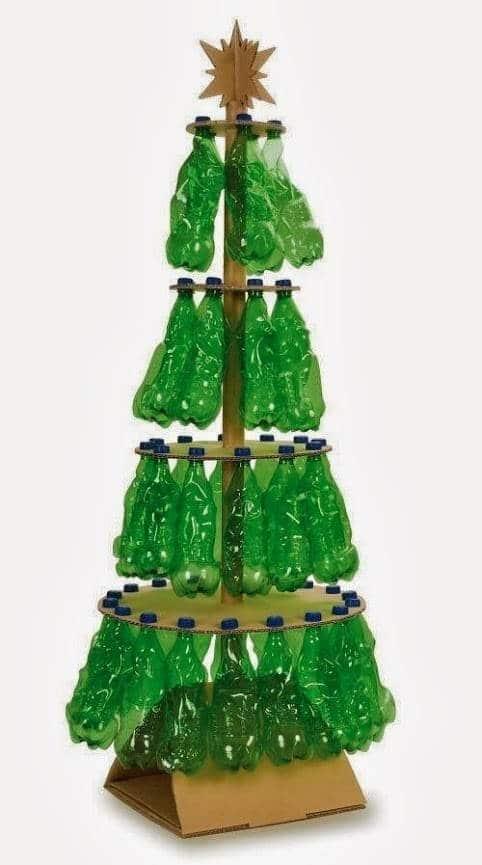 arbol de navidad con botellas
