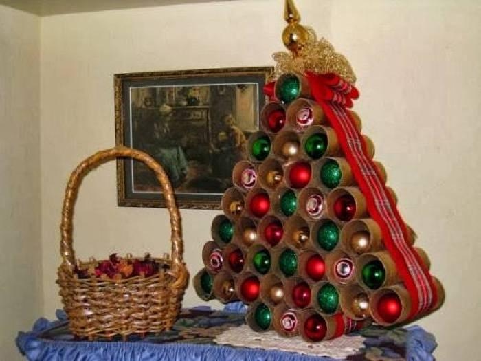 31 ideas para tu rbol de navidad con materiales reciclados - Rollos de papel higienico decorados ...