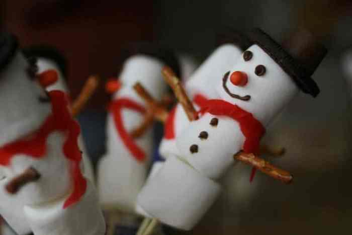 Muñeco de nieve con nubes de azúcar