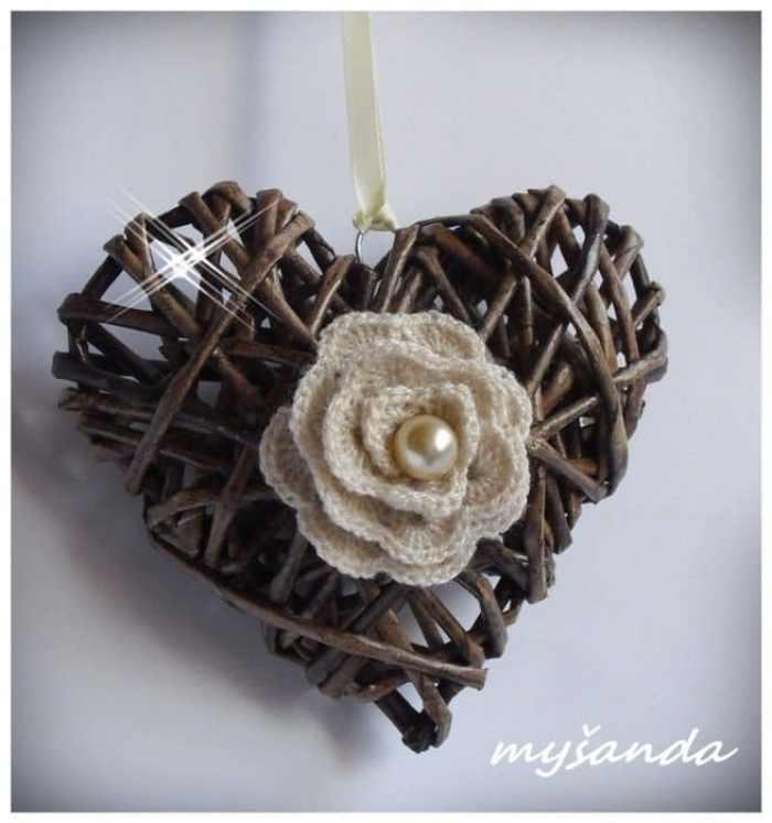 corazones dia de los enamorados reusando periodicos