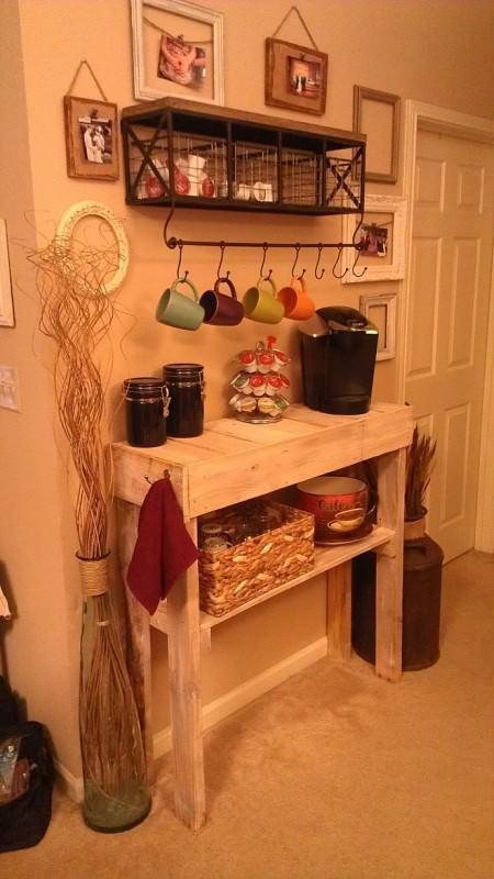 Palets reutizados como mesas de cocina3