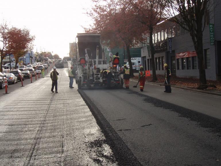 Pavimenta sus calles con plástico reciclado