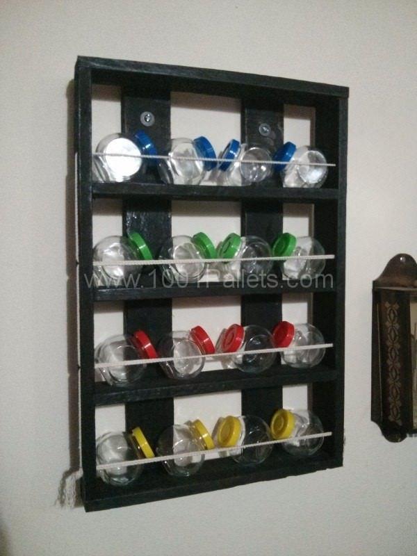 Un simple Pallet estante para especias
