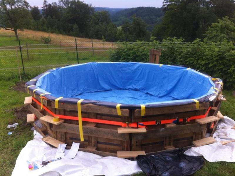 C mo hacer una piscina con 10 palets for Como hacer una alberca con tarimas