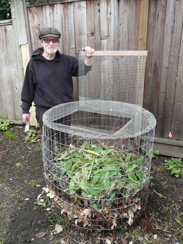 Una sencilla compostadora hecha con tela metálica 1